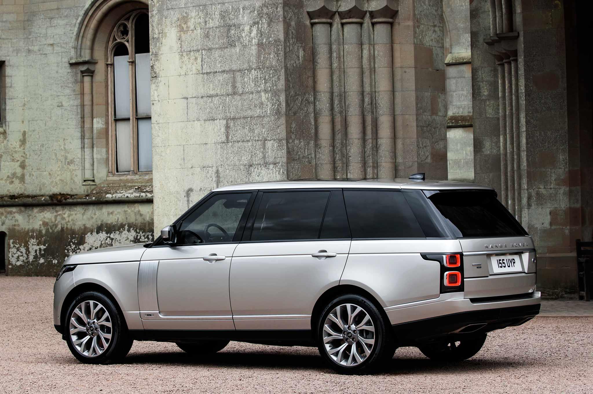 Range Rover Debuts P400e Plug In Hybrid Due for 2019
