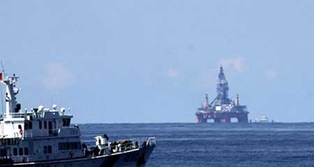 Giàn khoan Hải Dương 981 của TQ hạ đặt trái phép tại vùng biển Việt Nam.
