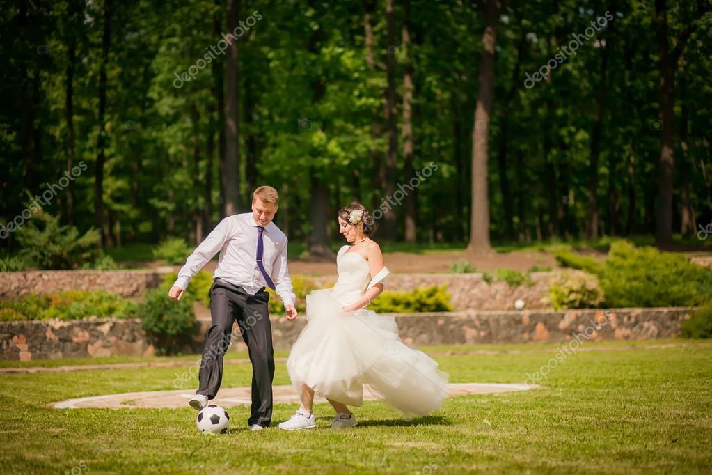 Resultado de imagen de boda campo futbol
