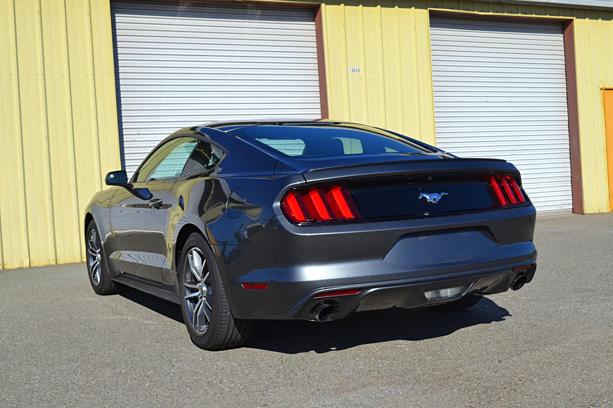 029_Ecoboost_Mustang_dragstrip_rear_side.JPG