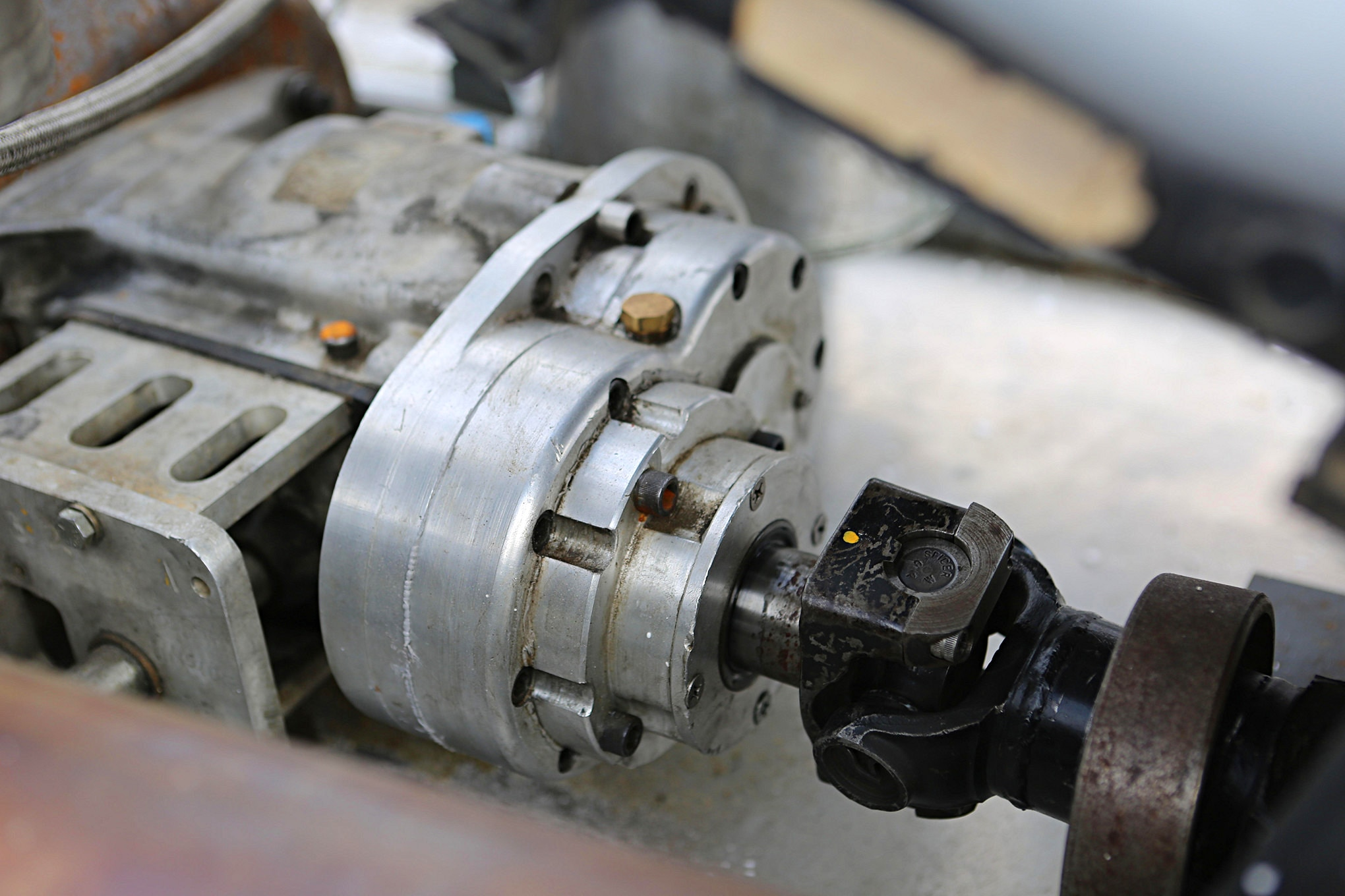 This homemade aluminum housing supports 2 gears – a quick way to fine-tune the car's gear ratios.