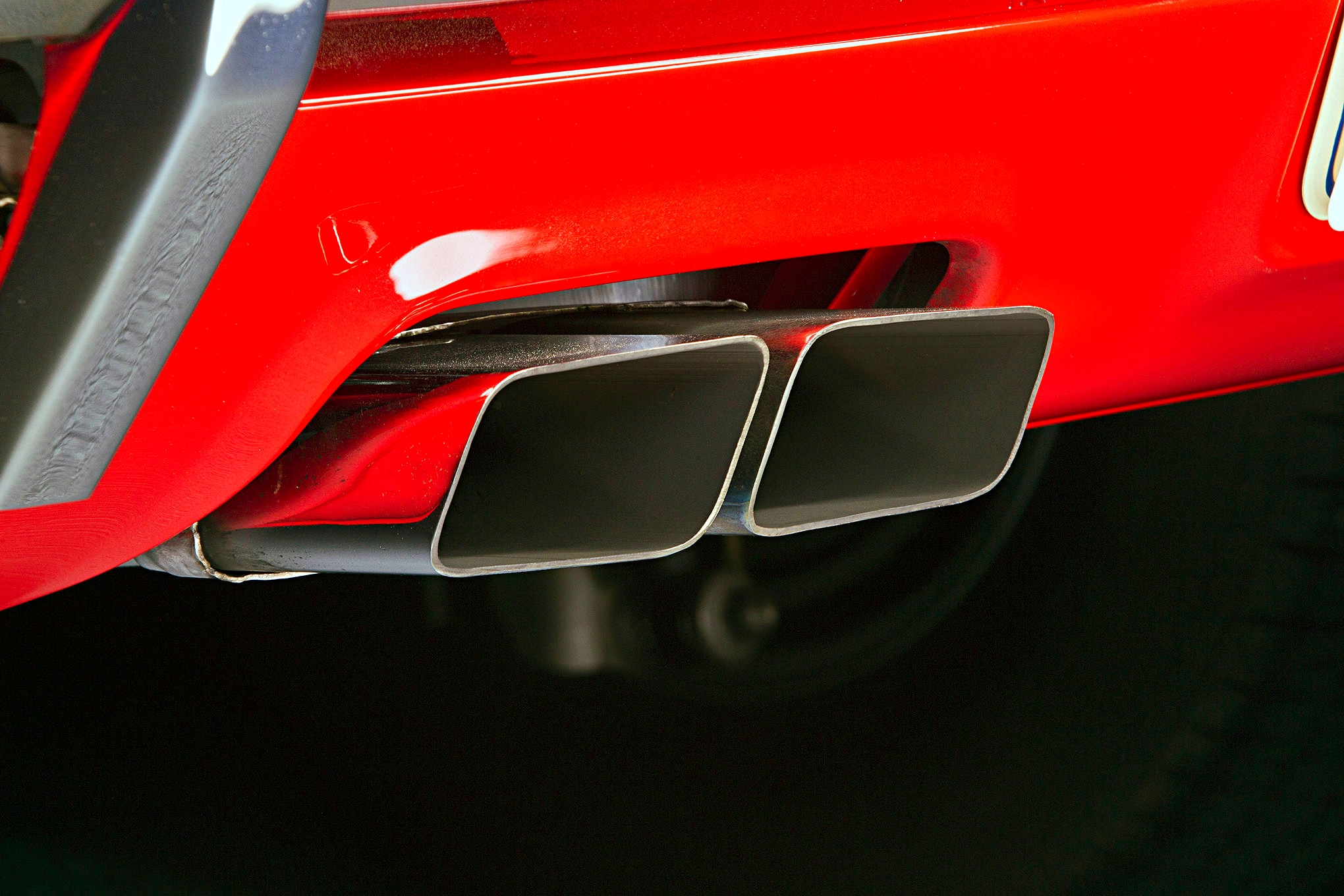 1970-dodge-challenger-tailpipe-exhaust-tips-closeup