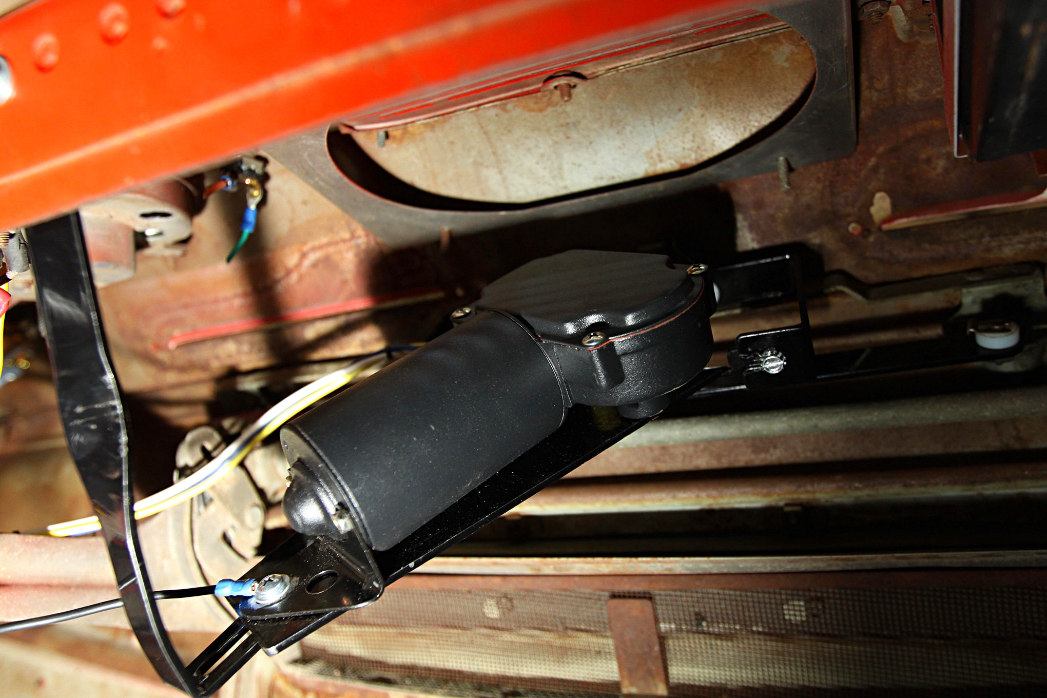 1951-ford-f-1-new-port-engineering-wiper-assembly-bolted-into-place