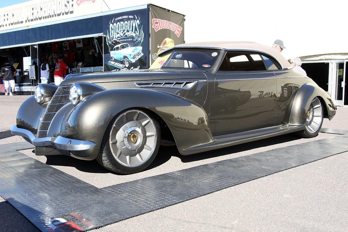 1939-oldsmobile-model-60-convertible-01