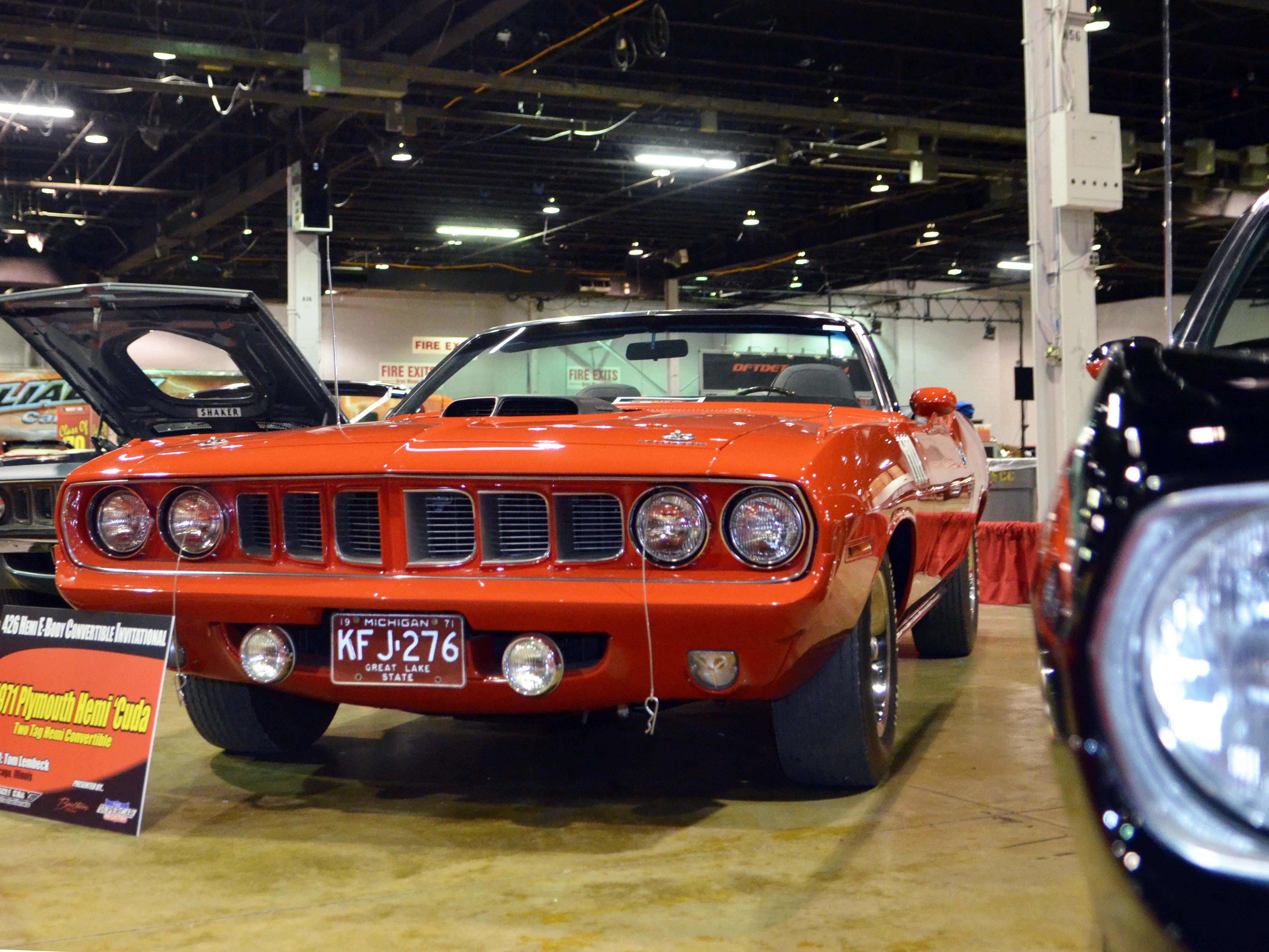 1971-hemi-cuda-convertible-red-lembeck