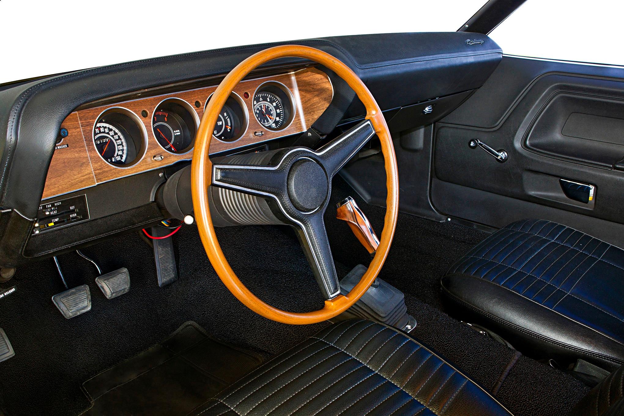 instrument-panel-gauges-1970-dodge-challenger-rt-interior