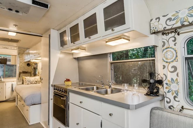 Midcentury Kitchen by William Johnson Architect