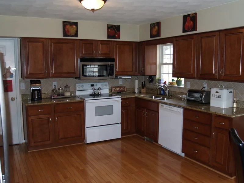 traditional kitchen by Kitchen Tune-Up - Roanoke