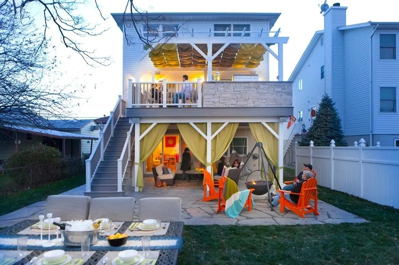 eclectic deck by Brunelleschi Construction