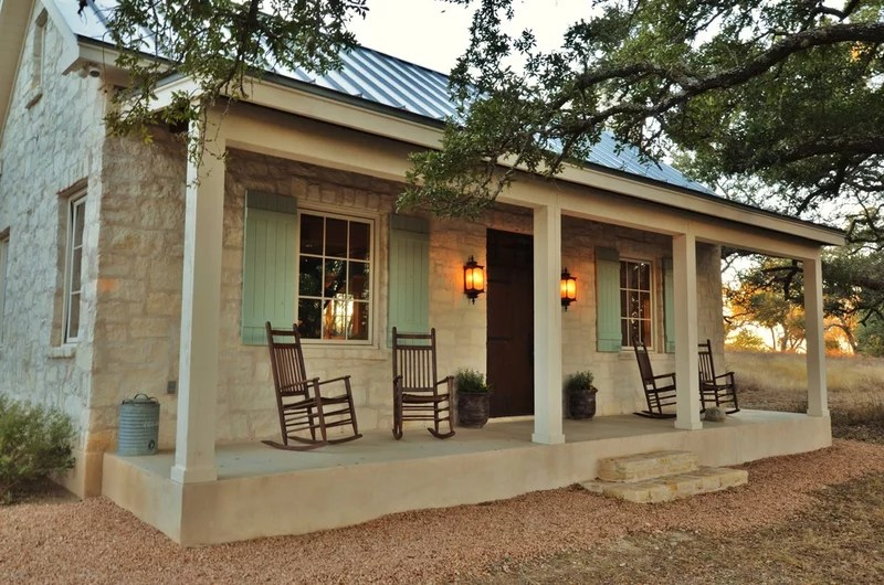 farmhouse porch by Bonterra Building & Design