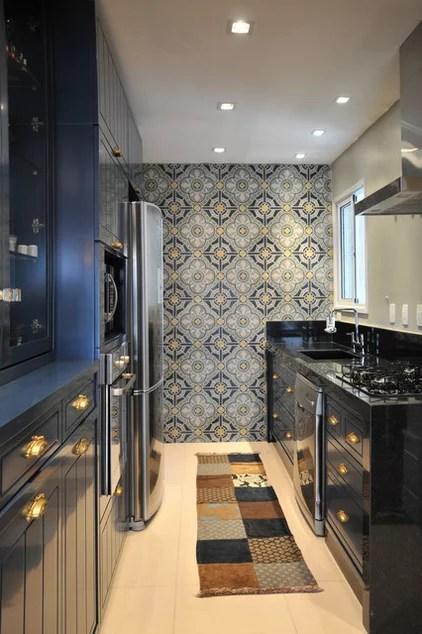 Transitional Kitchen by elegueller arquitetos