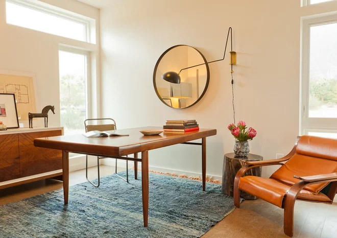 Modern Home Office by Izumi Tanaka Photography