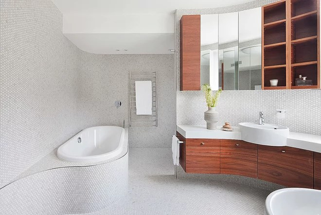 Contemporary Bathroom by bg architecture