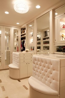 Huntington Beach contemporary closet