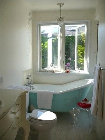 Elegance & Decay eclectic bathroom