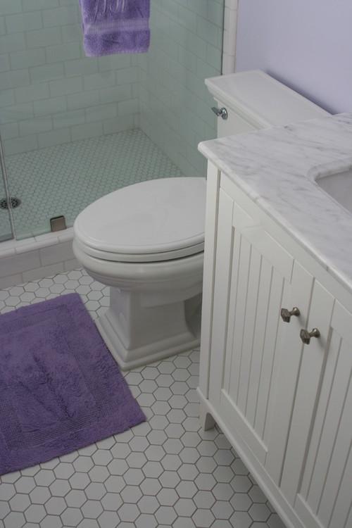 traditional bathroom by V Pedersen