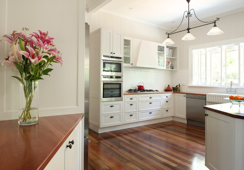 Contempory Colonial modern kitchen