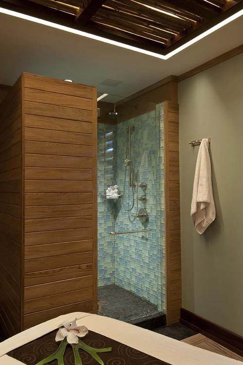 Kapalua Bay tropical bathroom