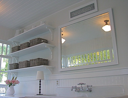 A pretty porch/mudroom/laundry room traditional laundry room