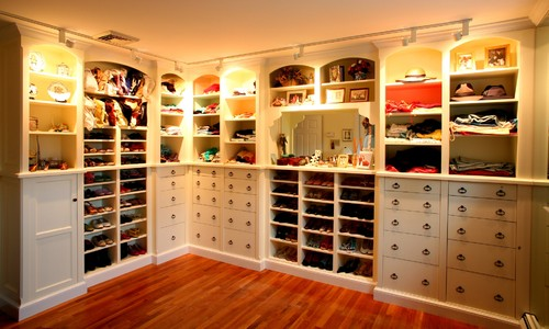 The Guests are Coming - Its time to Organize traditional closet