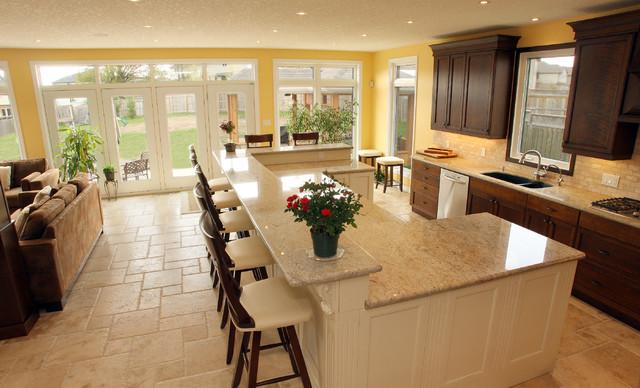 traditional kitchen by Schnarr Craftsmen Inc