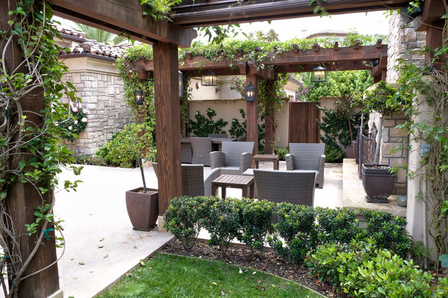 Intimate Courtyard For Entertaining