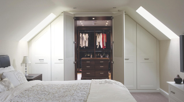 Contemporary White Shaker Style Built In Bedroom Furniture