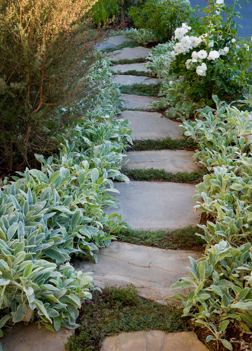 Mix media is a cool way to create a unique garden edge via houzz featured on Remodelaholic.com