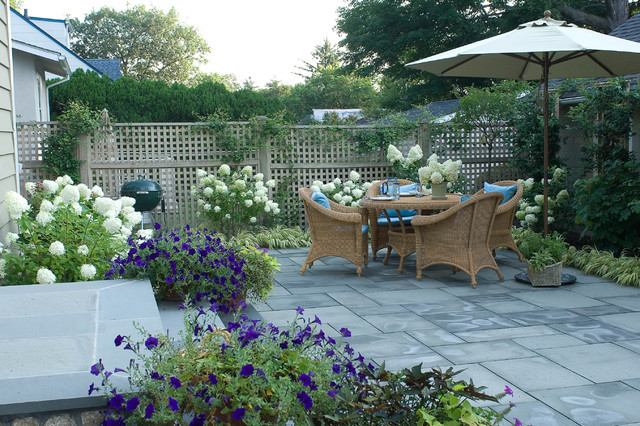 pátio tradicional por Westover Landscape Design, Inc.
