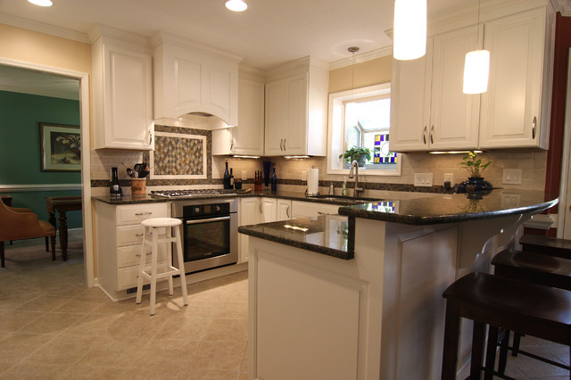 White Kitchen With Bar Counter Traditional Kitchen