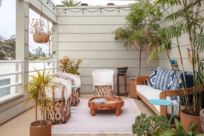 Beach Style Deck by Bronwyn Poole of Touch Interiors