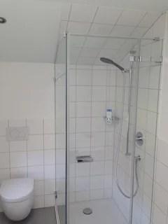 douche sous comble carreler les