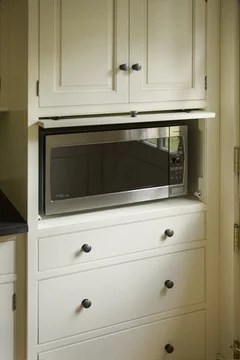 smallest under cabinet mounted microwave