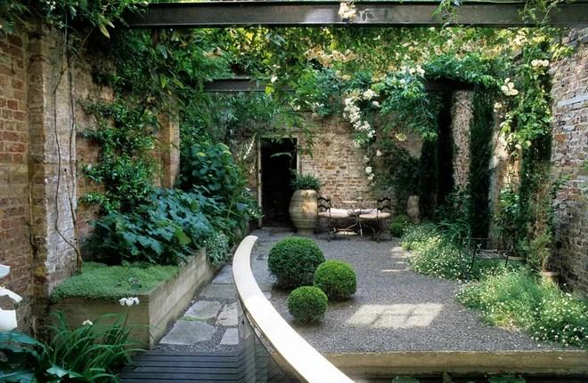 Industrial Patio by Mackenzie Wheeler Architects & Designers