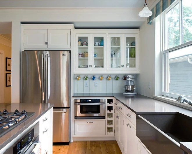 Traditional Kitchen by Hamilton Snowber Architects