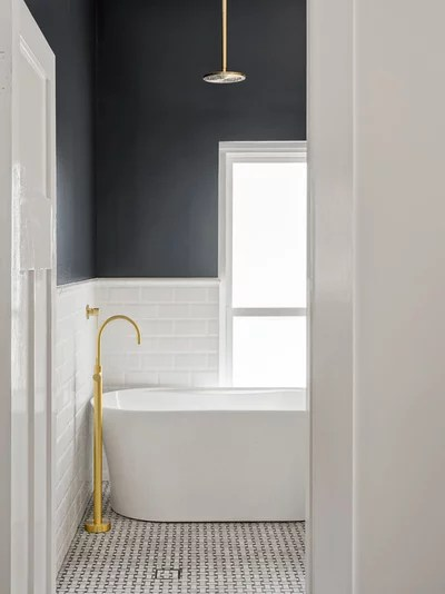 Traditional Bathroom by Balnei & Colina