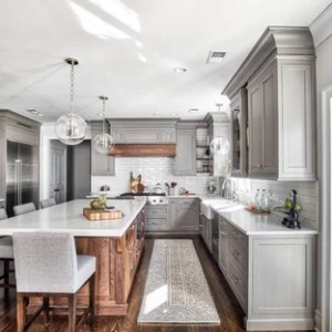 75 Popular Kitchen Design Ideas   Stylish Kitchen Remodeling     Traditional kitchen designs   Elegant kitchen photo in New York