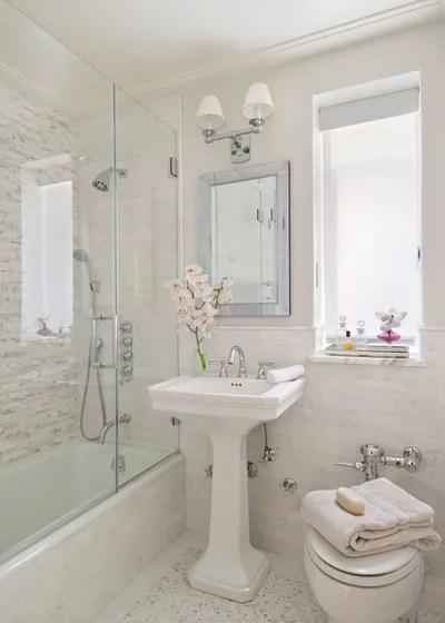 Sitio de baño clásico de Frances Herrera Diseño de Interiores