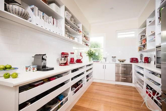 Contemporary Kitchen by Rosemount Kitchens