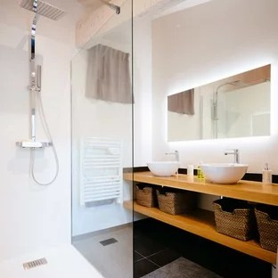 idee de decoration pour une salle d eau nordique de taille moyenne avec une douche