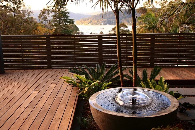 Tropicale Balcone by Harrison's Landscaping
