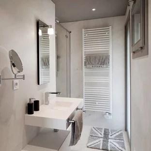 idees deco pour une salle de bain moderne de taille moyenne avec un lavabo suspendu