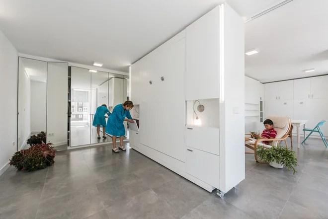 Contemporáneo Hall y pasillo by pkmn Arquitectura