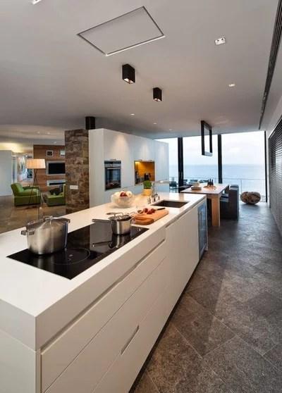 Contemporary Kitchen by VelezCarrascoArquitecto