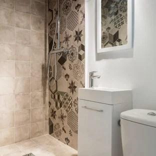idees deco pour une petite salle d eau contemporaine avec un lavabo integre un