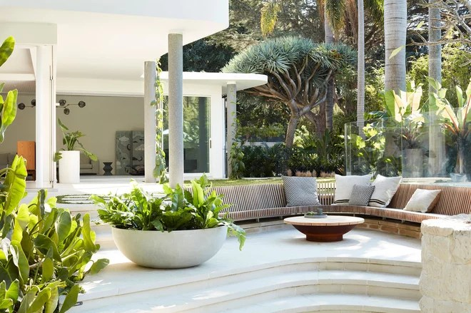 Modern Patio by Luigi Rosselli Architects
