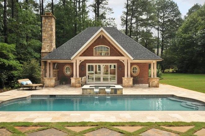 Traditional Pool by Innovative Construction Inc.