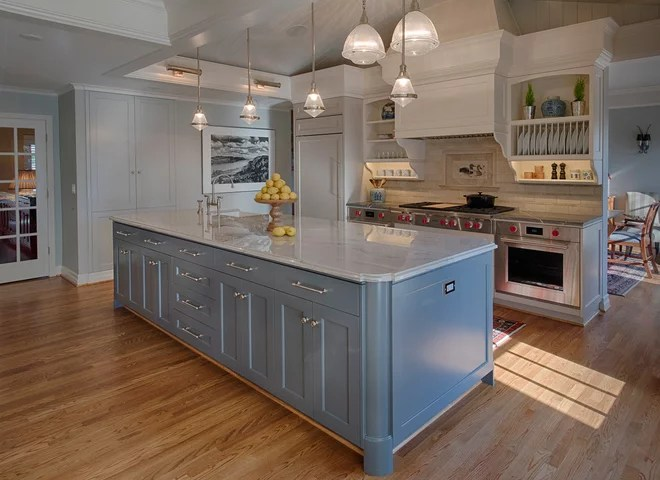 Traditional Kitchen by Ann McCulloch Studio