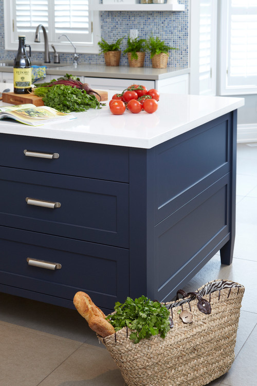 Beautiful navy blue - the perfect balanced paint color and it looks gorgeous!
