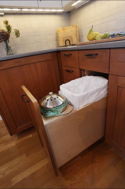 where to hide the kitchen compost bin